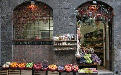 Fruit baskets, wine shop in Siena, Italy