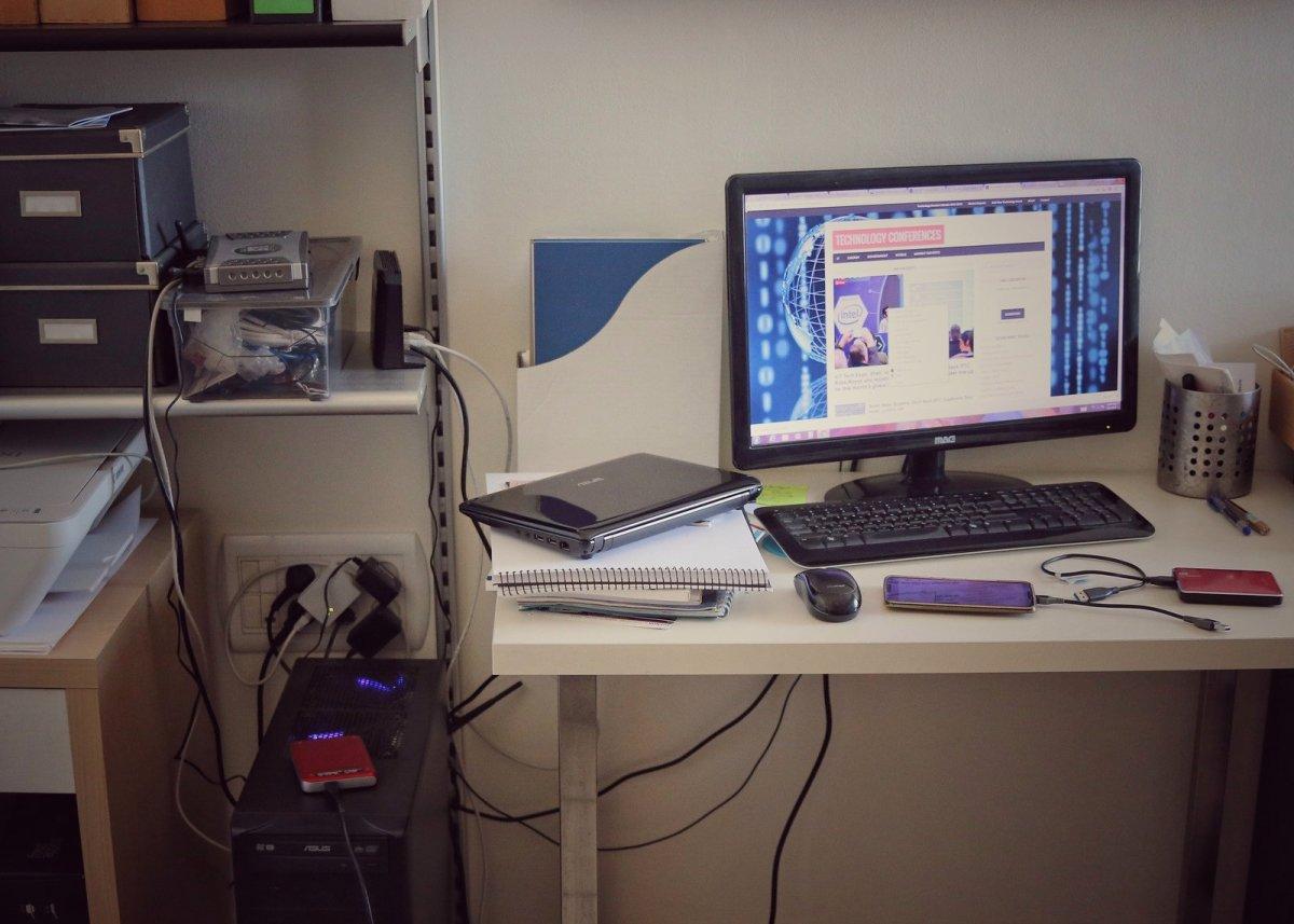 Wired clutter still runs SOHO
