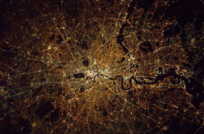 Tim Peake phorographs London at night