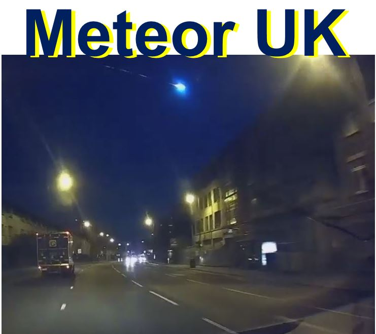 bright breen Meteor over British skies