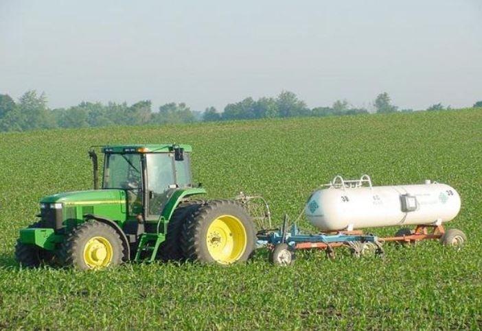 Fertilizing field