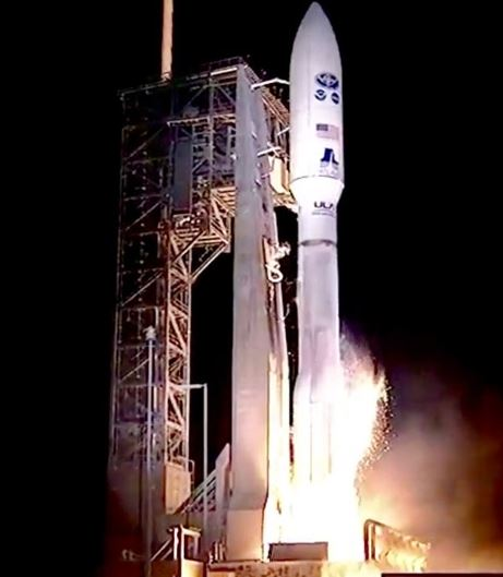 Atlas V rocket lifts off with GOES-R atop