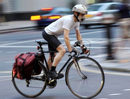 Cyclist wearing mask - air pollution