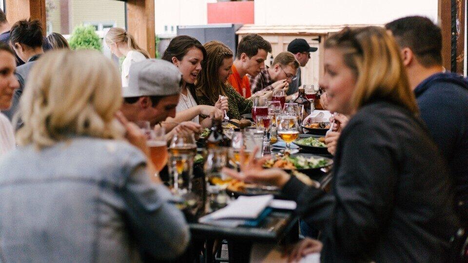 ΤΑΣΕΙΣ ΕΣΤΙΑΣΗΣ: Τα εργασιακά θέματα και οι νέες αξίες στα γεύματα