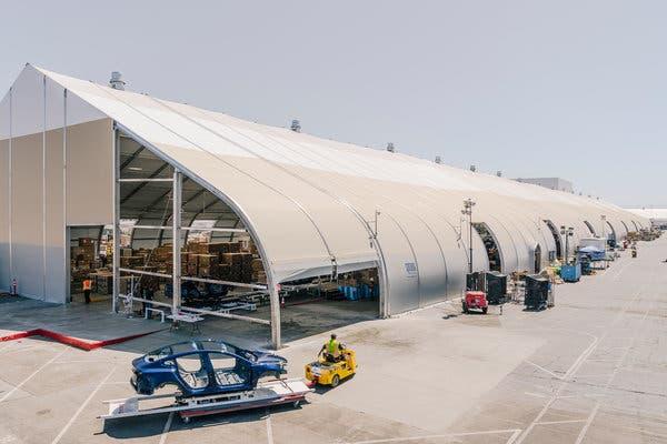 โรงงาน Tesla เตนท์