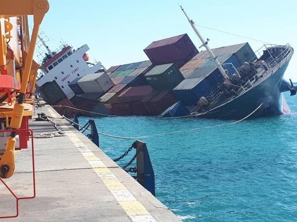 Photos: Container Feeder Capsizes at Bandar Abbas
