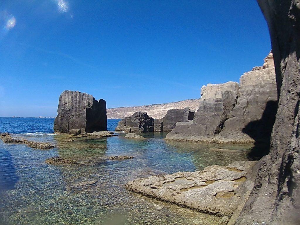 Imagen de lago mediterráneo para la redacción de contenidos SEO en Mallorca