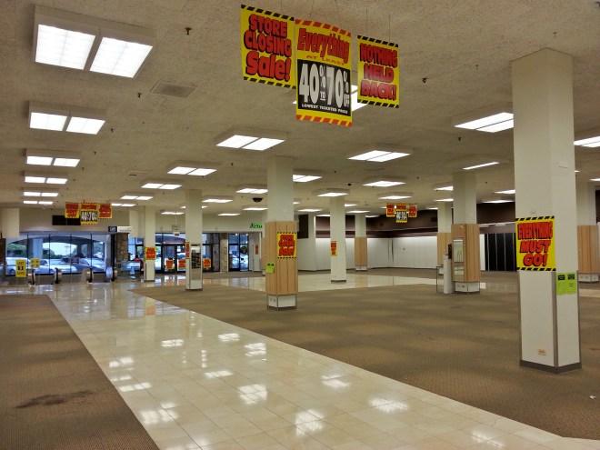 sears_am_mall_empty2