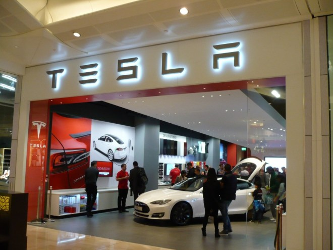 tesla-store-opening-in-westfield-mall-london-oct-2013_100444200_l