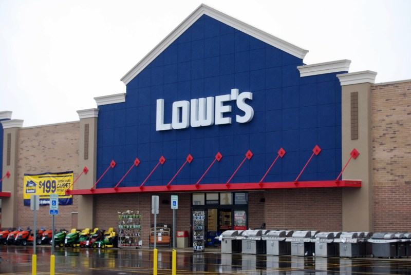 Lowes-photo