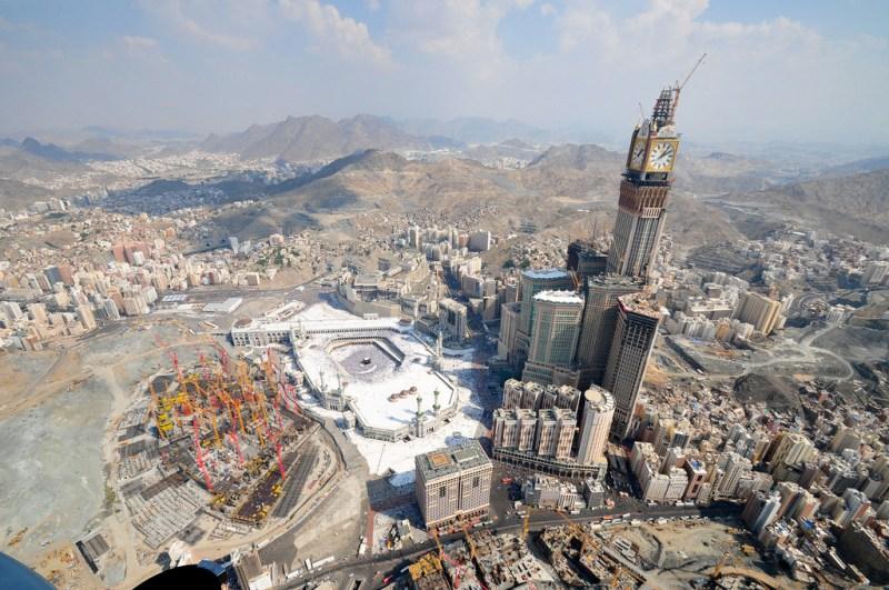 mecca-saudi-arabia-and-abraj-al-bait-towers-and-clock