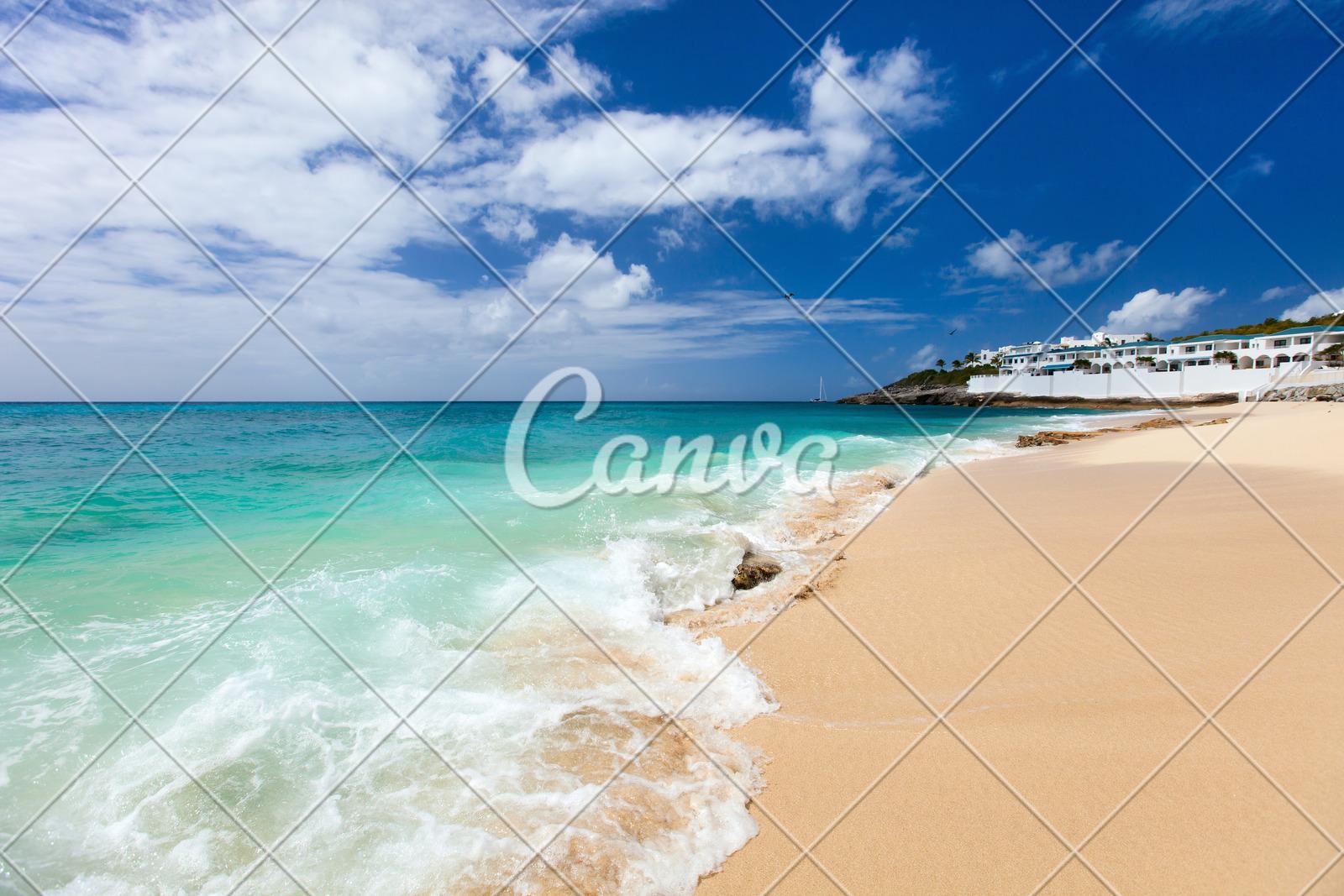 cupecoy beach on st