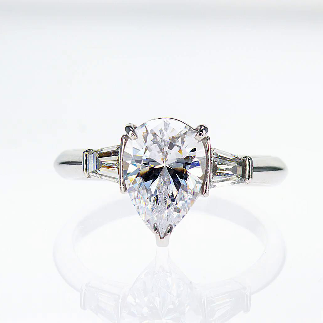 Pear Shape Diamond Engagement Ring 18k White Gold semi mount