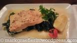 Lachstranche auf Spinat