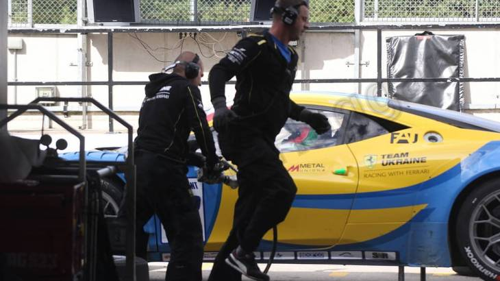 A pit stop during the GT Sprint