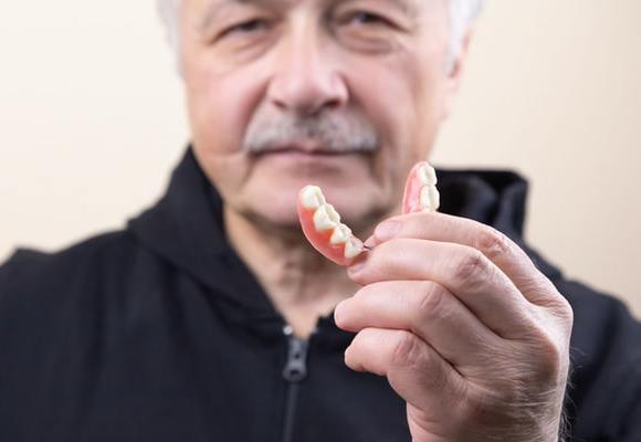Dental Implants vs Dentures: Which One Should You Get?