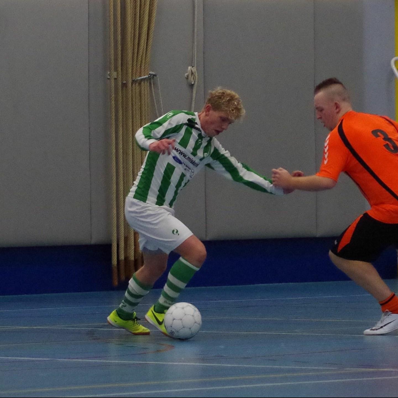 Voetbal: Uitschakeling in de zaal