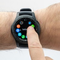 Battle of the Smartwatches – Apple v Samsung