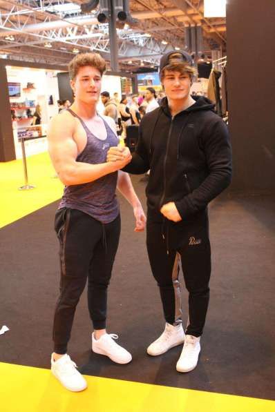 Jeff Seid and fan 2