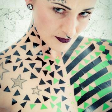 Model Marietta Wild mit Klebeband #tapethemodelphotography