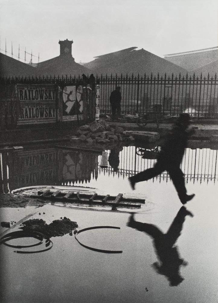 Henri_Cartier-Bresson_Behind_Gare_St_Lazare_1932