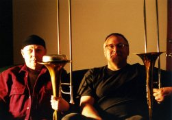 J.A. Deane and Michael Vlatkovich | 4 april 2002 | Photo: Mark Weber | click to enlarge...