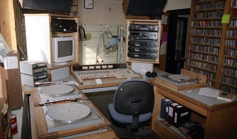 KUNM control room -- May 31, 1998 -- KUNM 89.9FM Albuquerque New Mexico --  this is what the control room looked like before the remodel of the entire 3rd-floor KUNM offices that took place May 2004 through August 2005 -- Onate Hall on the campus of the University of New Mexico -- photos by Mark Weber