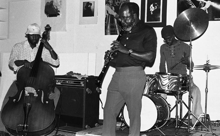 John Carter Trio ------ October 24, 1976 ---- Stanley Carter(bass), William Jeffrey(drums) at The Little  Big Horn, Pasadena, CA -- photo by Mark Weber