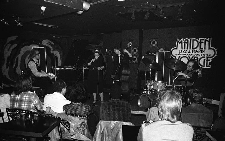 Sheila Jordan Quartet -- February 7 1981 at the Maiden Voyage, downtown Los Angeles -- Bob Moses, drums; Harvie Swartz, bass; Steve Kuhn, piano -- photo by Mark Weber ---- at the time of this photo touring bands would be booked for a week or two at jazz clubs or sometimes Wednesday thru Saturday or Sunday, which I believe is how Sheila was booked on this one -- she still worked for that Madison Avenue advertising agency but they were always good to allow Sheila to pursue her artistic life, also she could visit her daughter Tracey who was with the West Coast division of Motown at the time (I wonder if one of those people in the audience is her?)