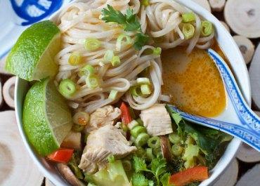 TOM KA GAI SOUP (THAI COCONUT CURRY CHICKEN SOUP) recipe | marlameridith.com #recipe #soup