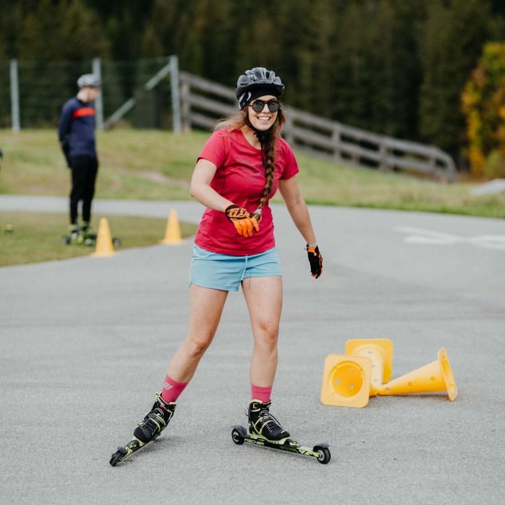 Marlene im Parkours auf Skirollern in Seefeld © Charly Schwarz