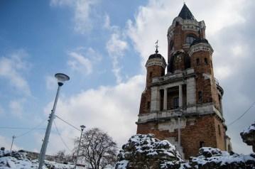 Esta torre foi construida em 1986 pelos húngaros em celebração dos mil anos da sua presença na planície Pannonian. Esta torre foi construída nas ruínas de um forte do século XV. Deve o seu nome a um líder militar húngaro do século XV.