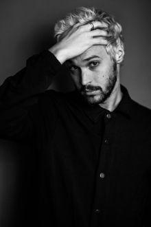 Alex Kinsey Performs New Single Simple For Heirwaves