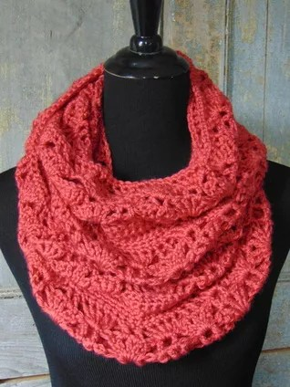 FREE Crochet Rouge Infinity Scarf-Pantone color of the year Living Coral