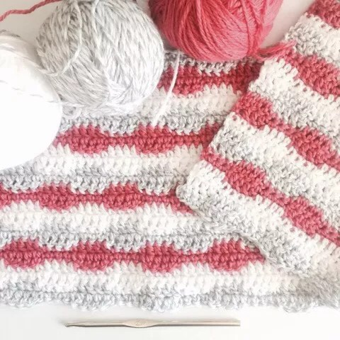 FREE Easy Crochet Interlocking Blanket-pantone color of the year Living Coral
