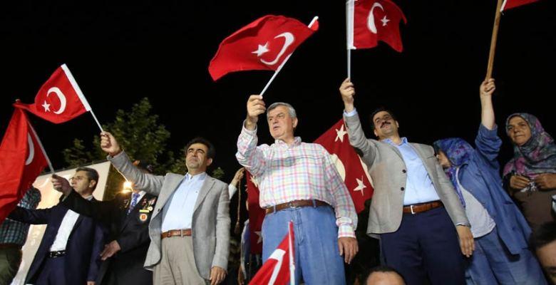 Karaosmanoğlu, ''Bizim bir ordumuz ve bir donanmamız var''