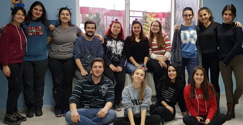 KOÜ'lü Öğrencilerden Yeni Proje; 'Renkli Fırçalar Renkli Hayaller'