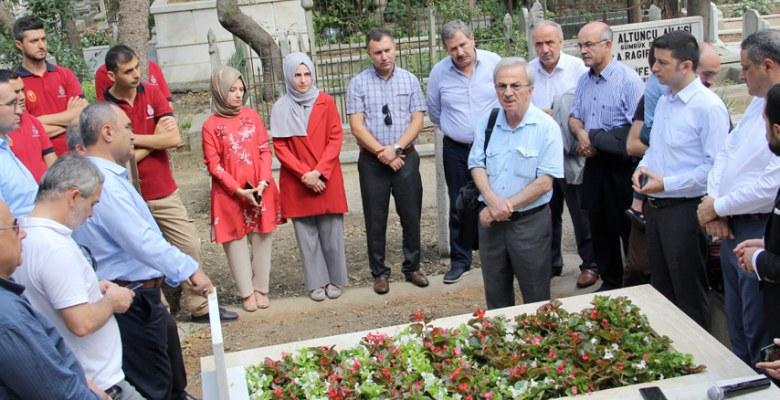 Mehmet Ali Bey'in Kadıköy'de bulunan mezarı ve kitabesini yeniledi