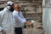 İznik'te 2 bin yıllık surlar özel makine ile temizleniyor
