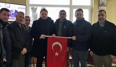 AK Partili gençlerden Türk Bayraklı ziyaret