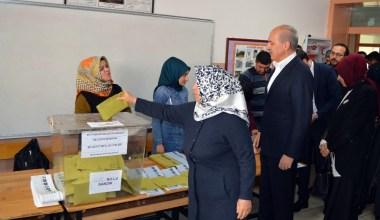 AK Parti Genel Başkanvekili Numan Kurtulmuş oyunu Fatih'te kullandı