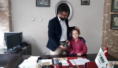 5 yaşındaki Sara Hanzade harçlıklarını Yemen'deki yetim çocuklara gönderdi
