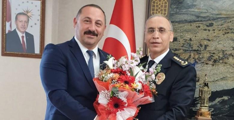 Bayrak polis haftasını kutladı