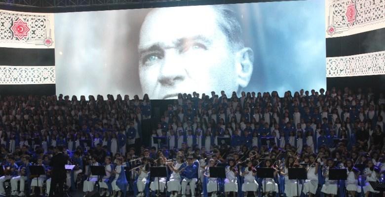 1000 kişilik dev öğrenci korosundan Milli Mücadele'nin 100.  Yılına özel gece
