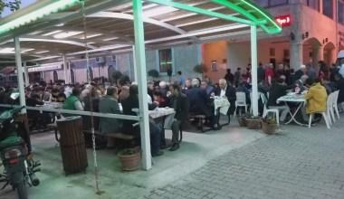 500 kişi aynı sofrada buluştu…Bu iftarı ikram eden belli değil…