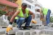 Akçay ve Zeytinli Mahalleleri'nde yollar yapılıyor