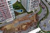 Başakşehir'de çöken istinat duvarı havadan görüntülendi