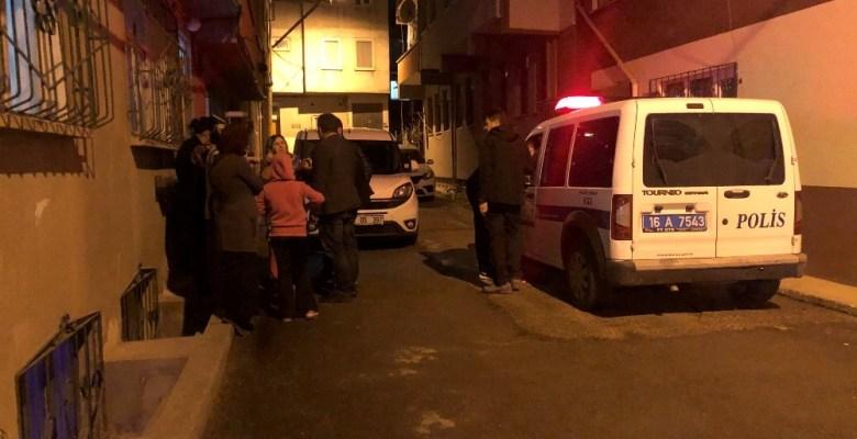 Eski eşini darp eden şahsa mahalleli saldırdı