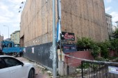Kadıköy'de bahçesinde çatlaklar oluşan 6 katlı bina boşaltıldı