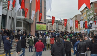 Kocaelispor maçının heyecanı İzmit'te yaşandı